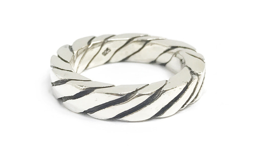 OBLIQUE LINE RING